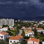 Unwetter über Gebäuden